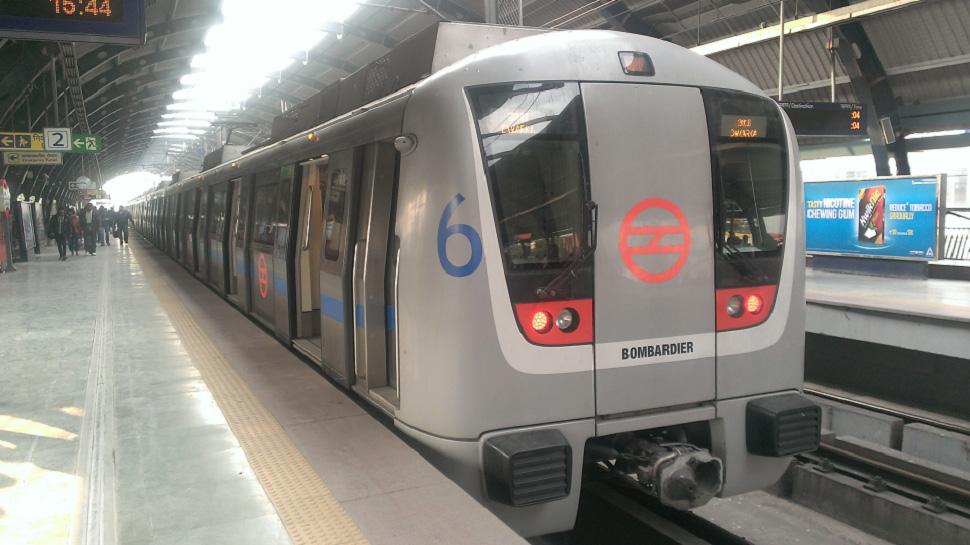 मेट्रो में सफर करना है तो और ढीली करनी होगी जेब, किराए में 33% का इजाफा