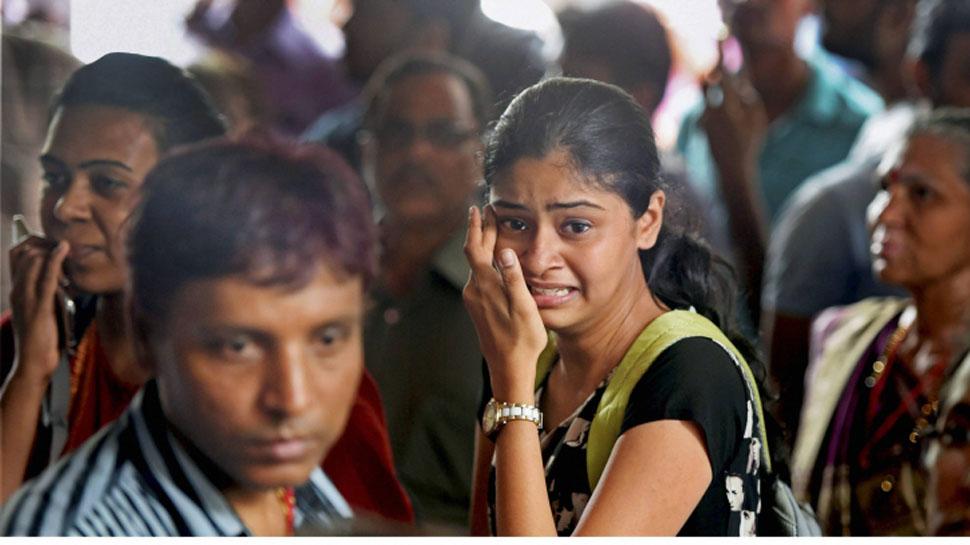 मुंबई हादसा : अस्पताल की शर्मनाक हरकत, शवों के माथे पर चिपकाए नंबर