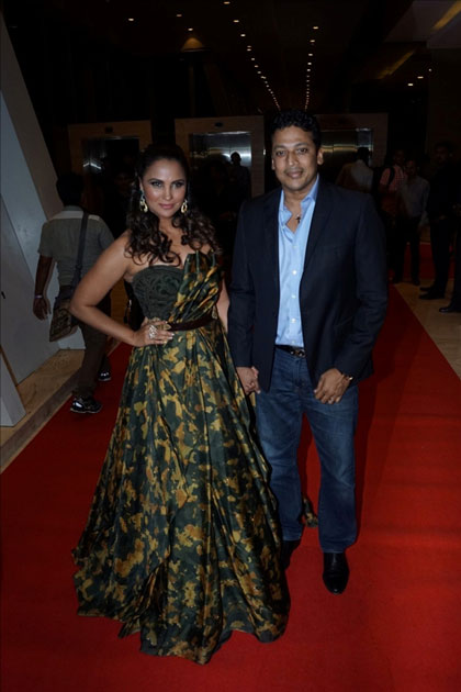 Actress Lara Dutta along with her husband Mahesh Bhupathi at star studded red carpet of