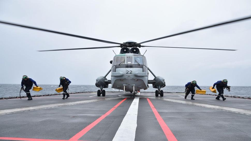 समंदर में दुश्मनों पर नजर पैनी करेगी नौसेना, खरीदे जाएंगे 111 हेलीकॉप्टर