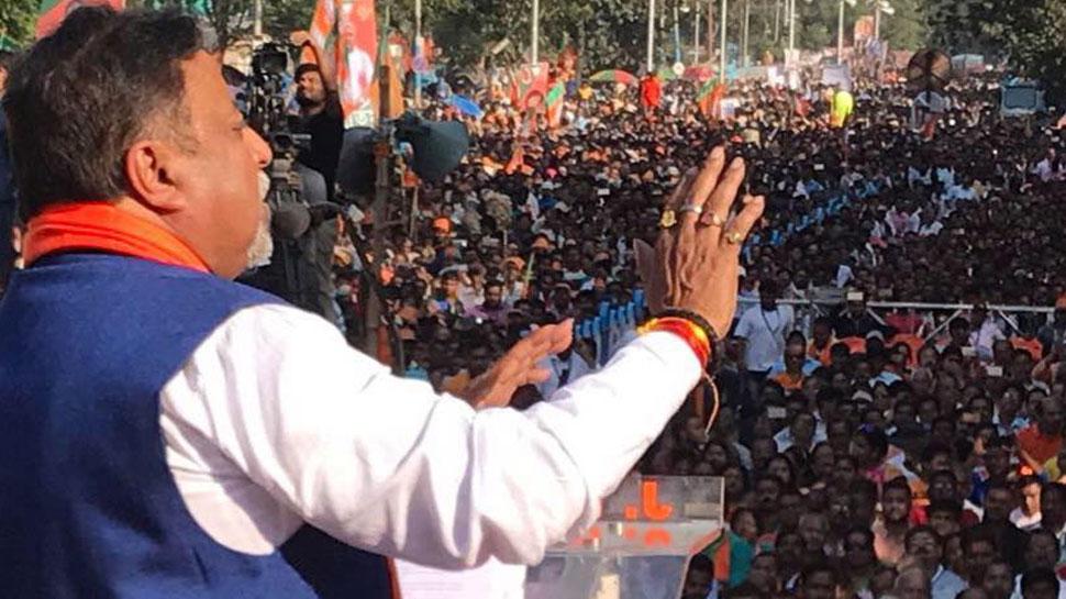 पश्चिम बंगाल में दुर्गा पूजा बंद, अल्पसंख्यकों की राजनीति कर रही हैं ममता बनर्जी: मुकुल रॉय