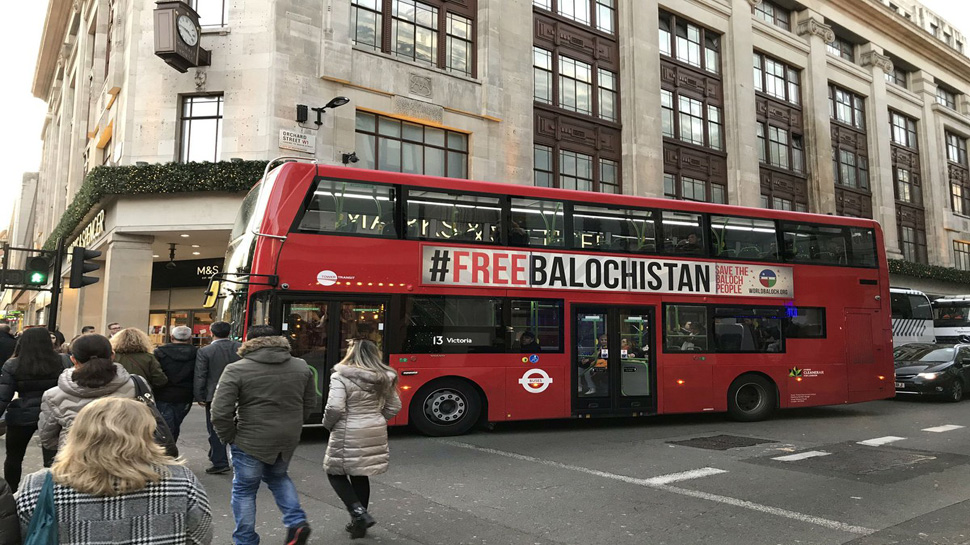 लंदन की बसों पर लगे 'आजाद बलूचिस्तान' के पोस्टर