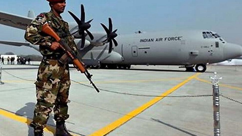 हिंडन एयरबेस  में घुसने की कोशिश कर रहा था संदिग्ध, सुरक्षाकर्मियों ने मारी गोली