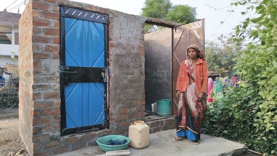 MP: आदिवासी महिला ने गहने गिरवी रख बनवाया शौचालय