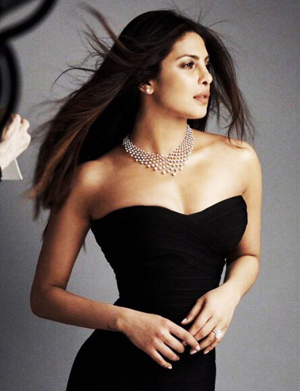 Most searched female celebrities 2017: Sunny Leone tops Yahoo India list, Priyanka Chopra and Aishwarya Rai follow