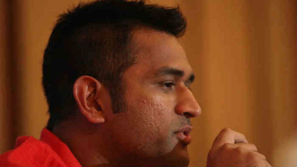 MS Dhoni simple look