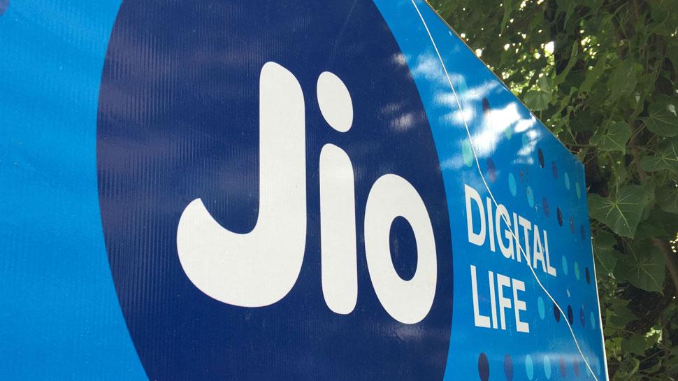 Jio का छप्परफाड़ प्लान: 1 साल तक 750GB डाटा और सबकुछ फ्री, लेकिन...