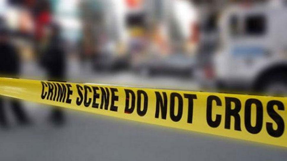 दिल्लीः घर में मिली पति-पत्नी और बेटे की लाश, सुसाइड नोट भी मिला