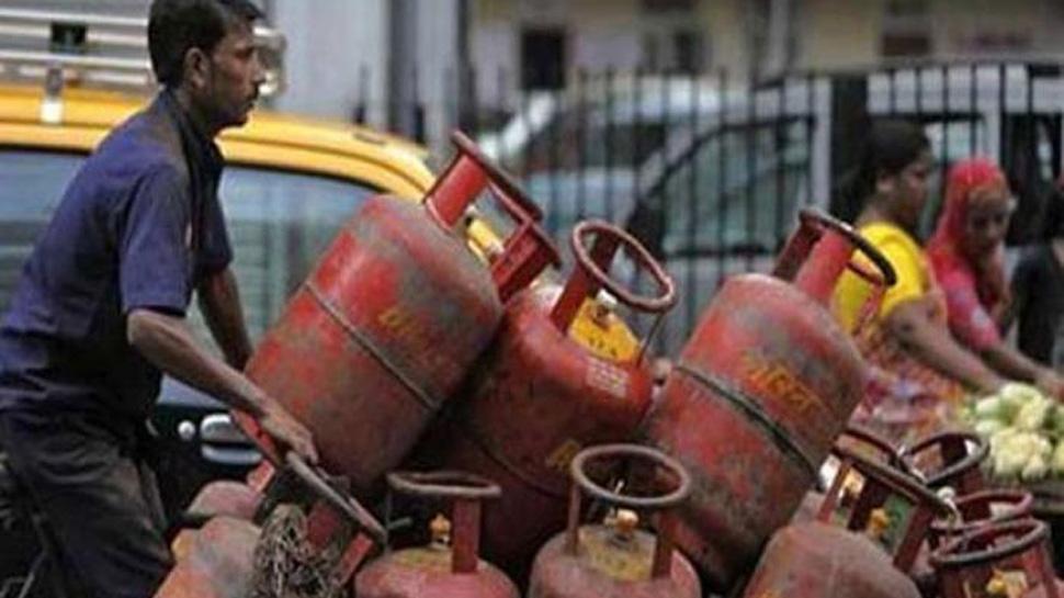 खुशखबरी : नए साल में इतने रुपए कम हुई गैस सिलेंडर की कीमत