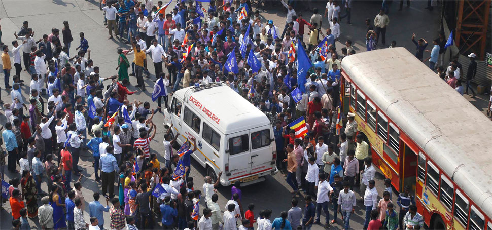 भीमा-कोरेगांव हिंसा: महाराष्ट्र में दलितों का प्रदर्शन गुजरात पहुंचा, भाजपा कार्यालय के बाहर नारेबाजी