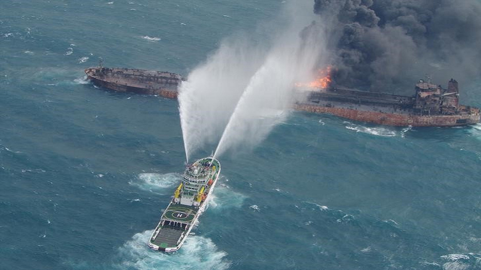 पूर्वी चीन सागर में जले हुए तेल टैंकर से दो शव बरामद