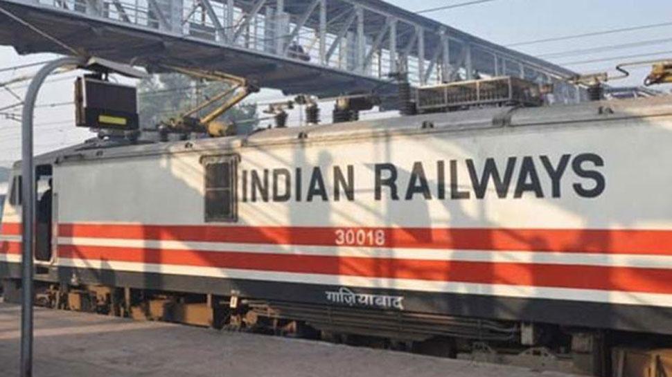 रेलवे में 13,000 कर्मचारी गैर हाजिर, सेवाएं समाप्त होंगी