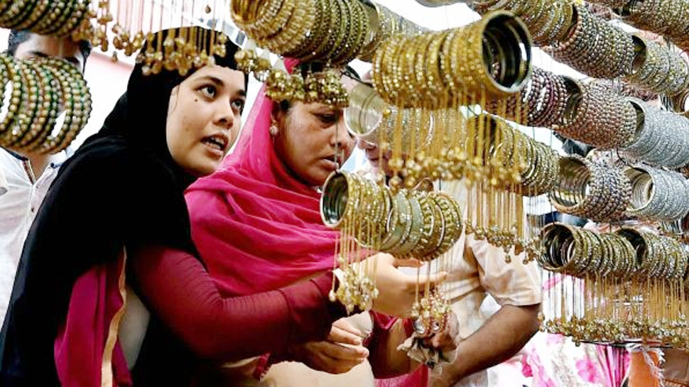 देवबंद ने मुस्लिम महिलाओं के खिलाफ जारी किया नया फतवा, बोला- गैर मर्दों से चूड़ी पहनना हराम