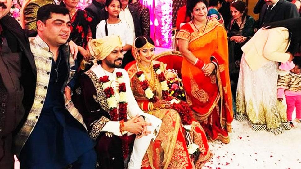 Photos: मौनी रॉय के Ex बॉयफ्रेंड गौरव चोपड़ा ने की गुपचुप शादी!