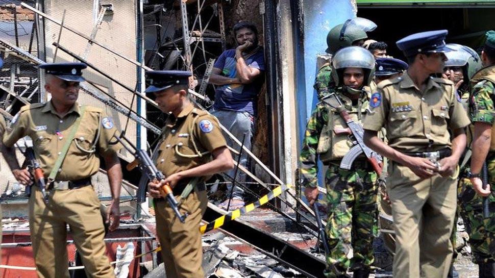 श्रीलंका: सांप्रदायिक दंगों के बाद पीएम विक्रम रानिलसिंघे पर गिरी गाज