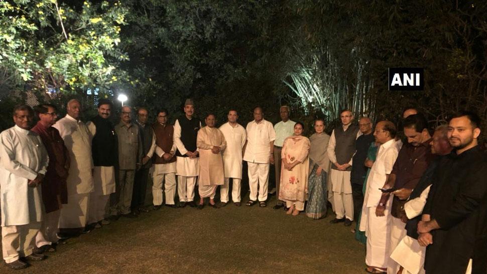 सोनिया की डिनर पार्टी पर बोले राहुल गांधी-राजनीति पर बात हुई और नजदीकियां बढ़ीं