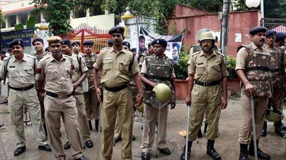 CBSE पेपर लीक: दिल्ली पुलिस की हिरासत में कोचिंग सेंटर का मालिक, हो रही है पूछताछ
