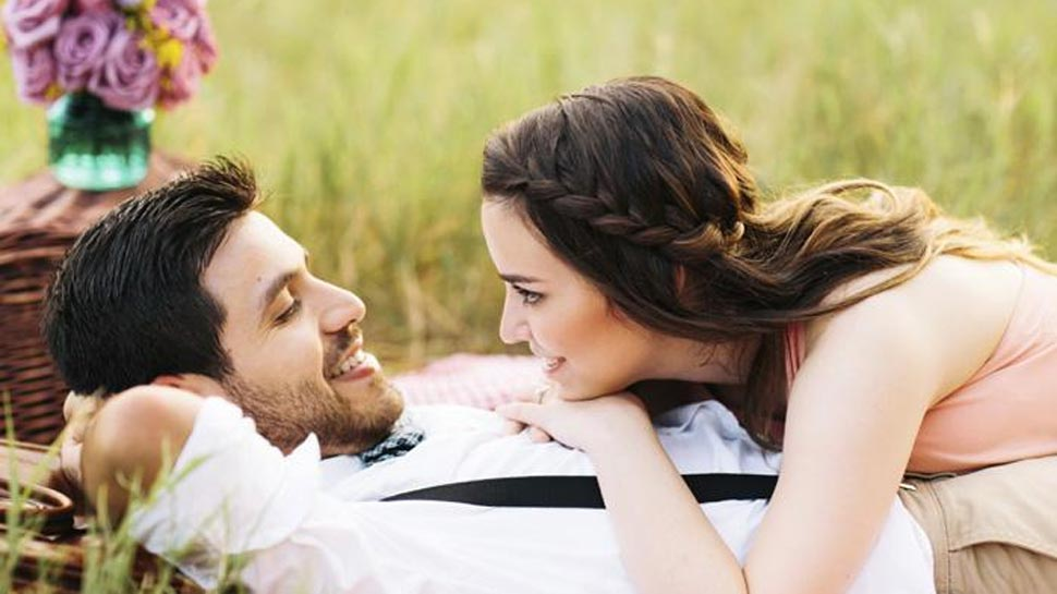 राशिफल 17 अप्रैल: मेष को मिल सकता है पार्टनर से प्यार, वृष न दें दूसरों के मामले में दखल