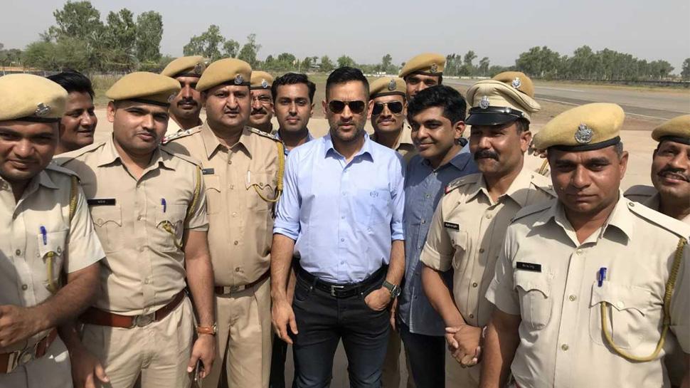 IPL छोड़ राजस्थान घूम रहे महेंद्र सिंह धोनी!, एक झलक पाने के लिए उमड़े फैंस