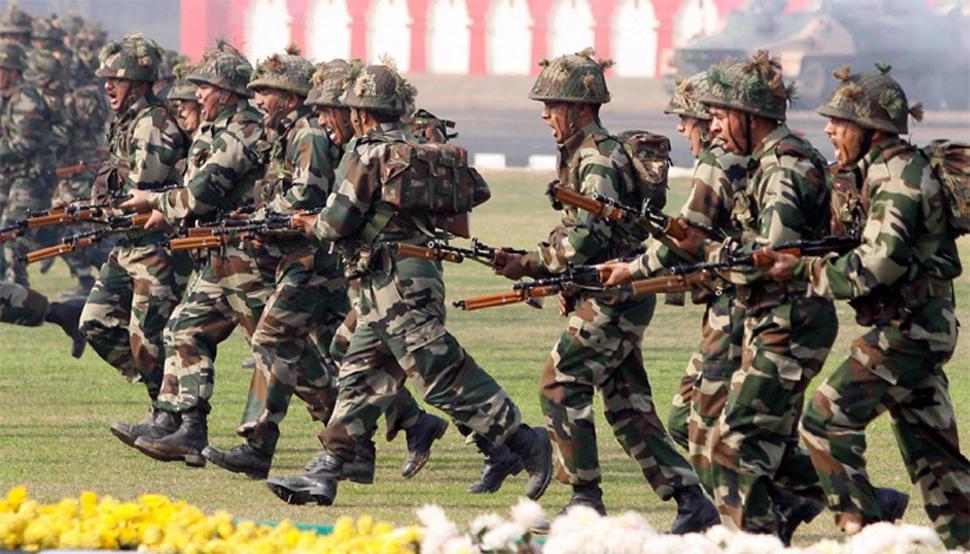 फंड की कमी से जूझ रही भारतीय सेना ने अपनी जमीन के बदले मांगे पैसे