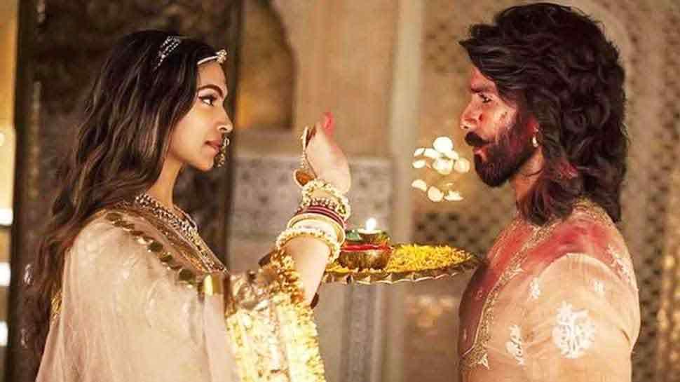 PIC: 'पद्मावत' के लिए मुंबई में फैन्स की दीवानगी देख दीपिका पादुकोण भी हुई हैरान!