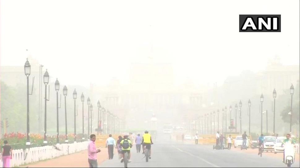 धूल के गुबार से दिल्ली का हुआ बुरा हाल, कई जगह वायु गुणवत्ता का स्तर खतरनाक श्रेणी तक पहुंचा