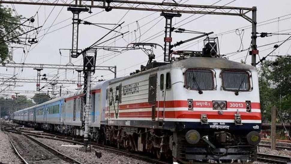 छठ में बिहार जाने की टेंशन, 120 दिन पहले ही फुल हो गई सारी ट्रेनें