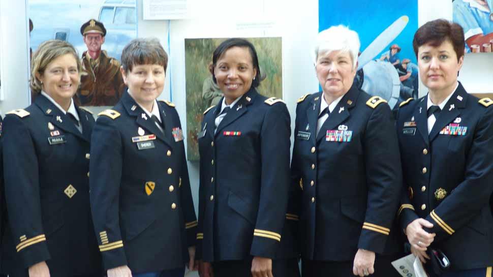 इस छूट के बाद अमेरिकी नौसेना में शामिल महिलाएं दिखेंगी स्टाइलिश