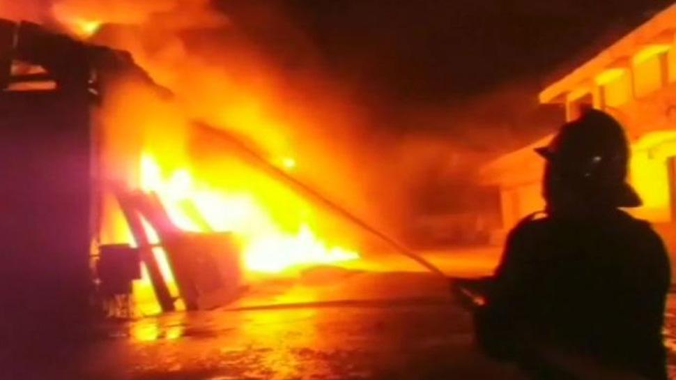 छगः धमतरी के बारदाना गोदाम में लगी भीषण आग, लाखों का नुकसान