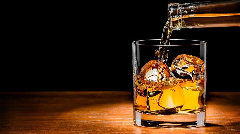 पूर्वी चम्पारण : नीतीश कुमार के शराबबंदी कानून को 'खाकी वाले' ही लगा रहे पलीता