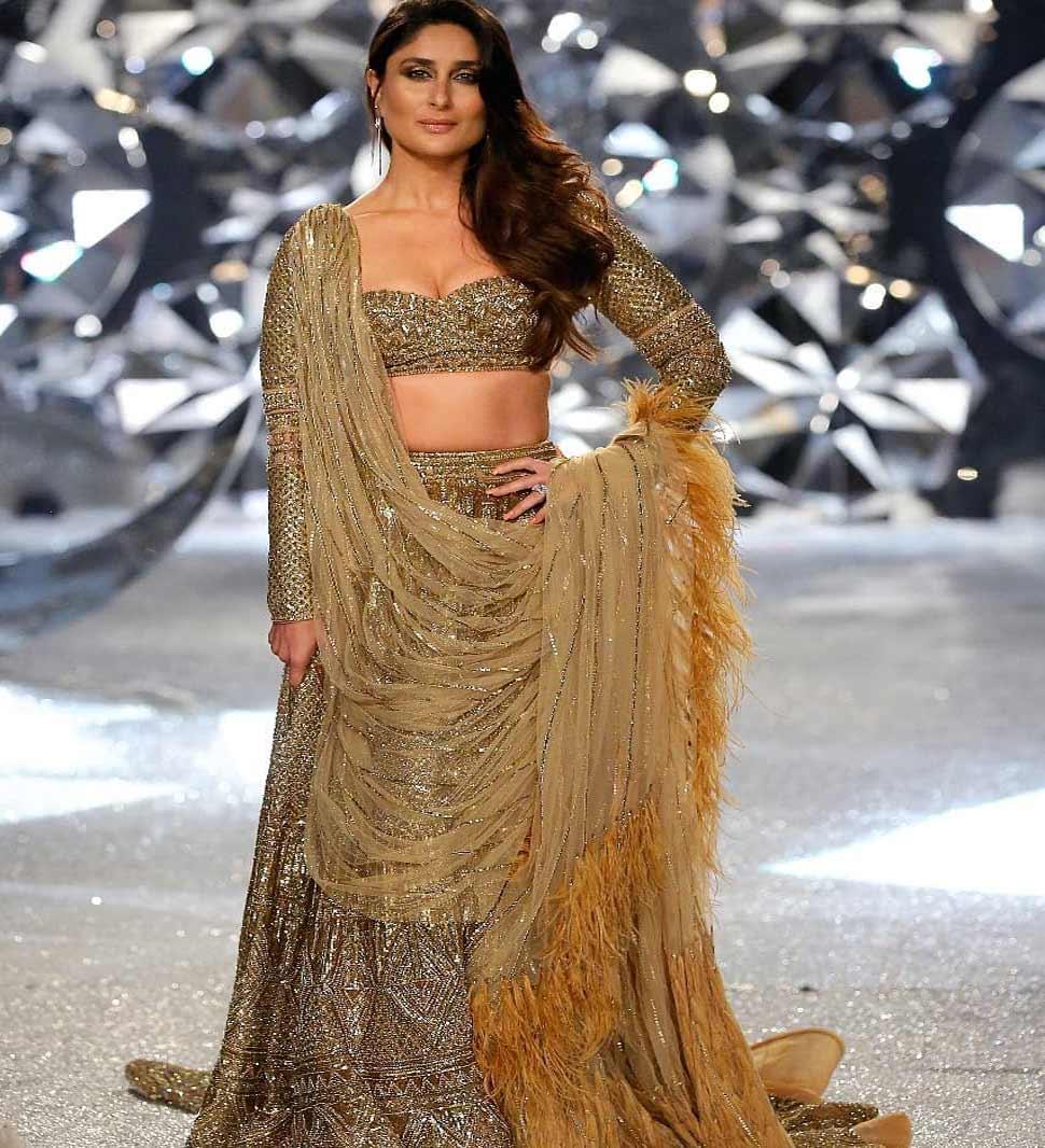 kareena kapoor khan walk for Falguni Shane Peacock