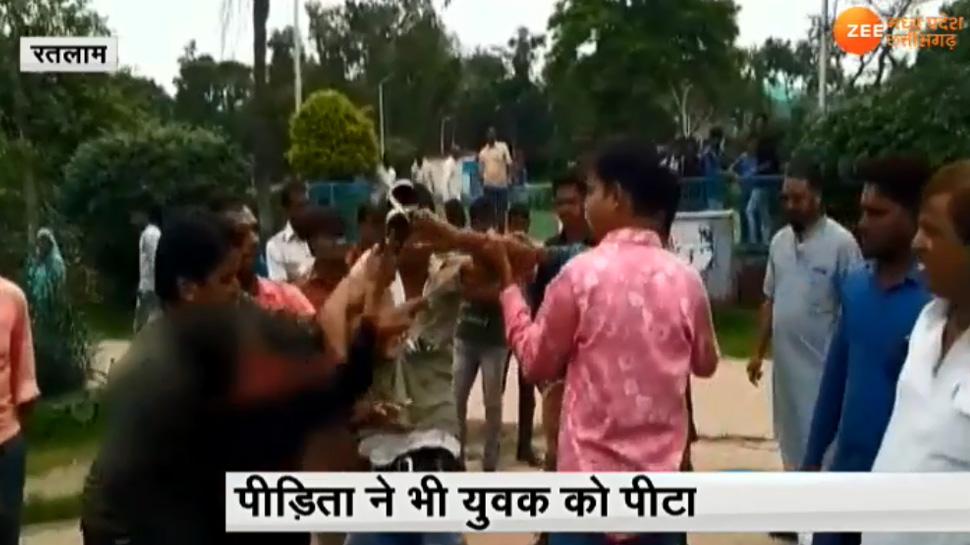 मध्य प्रदेशः मनचले आशिक की छात्रा ने ली खबर, बीच रास्ते सैंडल से की पिटाई