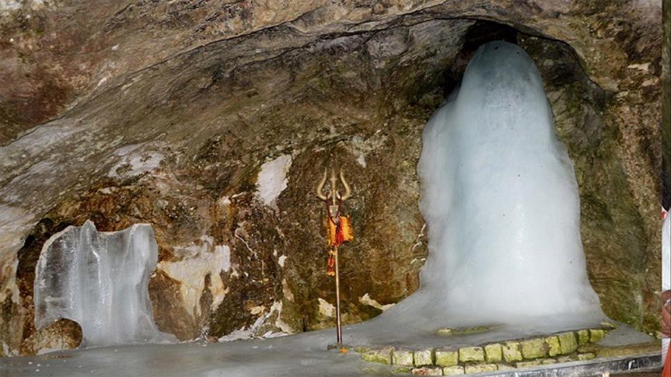 आतंक पर भारी पड़ी बाबा बर्फानी की भक्ति, अमरनाथ में भक्तों ने तोड़ा दो साल का रिकॉर्ड