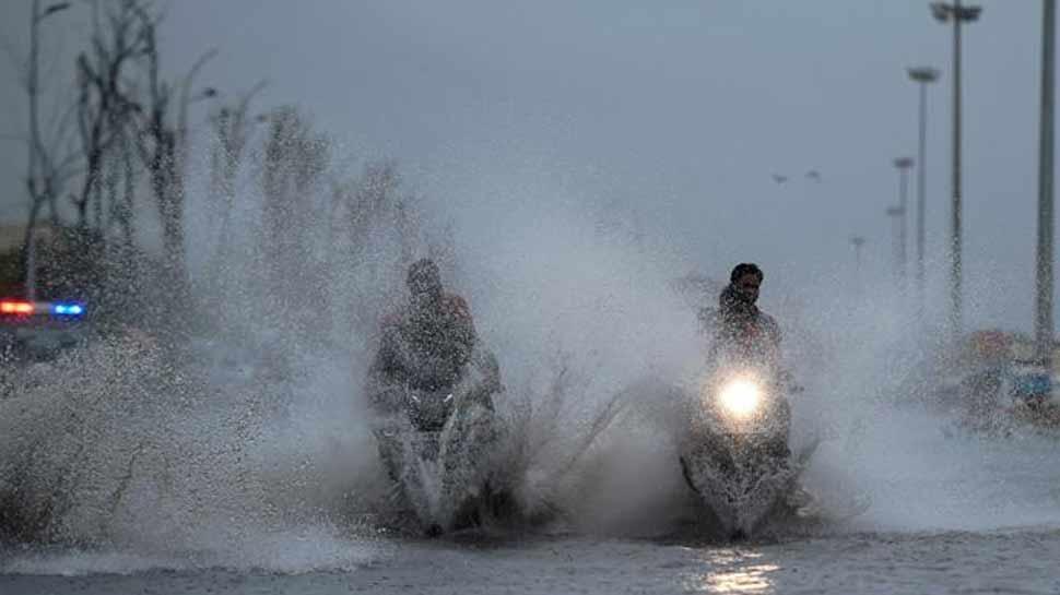 WEEKEND से पहले तेज बारिश ने दिल्ली-NCR के मौसम को बनाया सुहाना