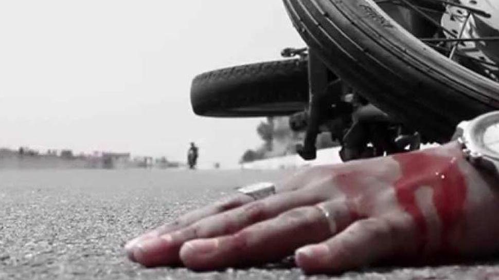 बुरहानपुरः इच्छापुर हाइवे पर बाइक और ट्राले में भिड़ंत, तीन दोस्तों की मौत