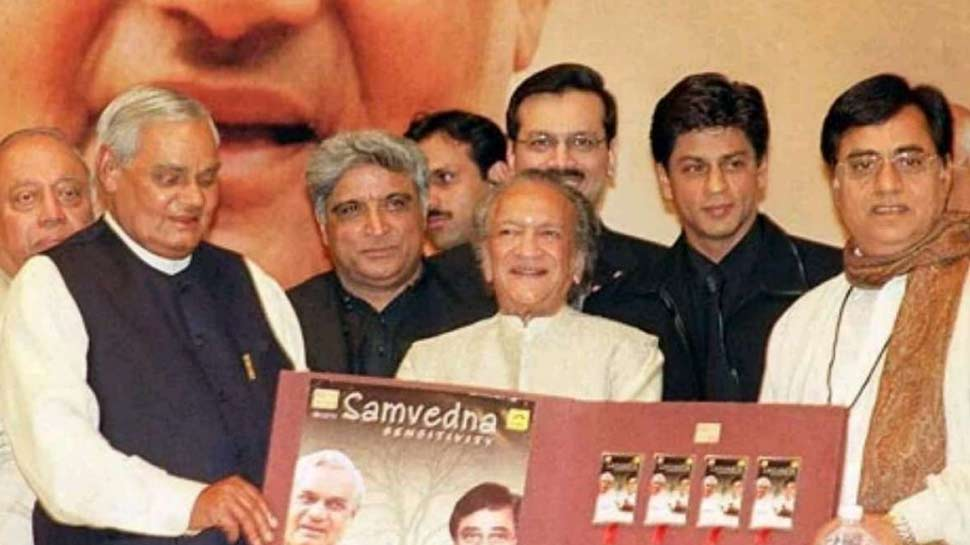 अटल जी के निधन पर शाहरुख ने ट्वीट कर जताया दुख, लिखा- 'याद आओगे बापजी'