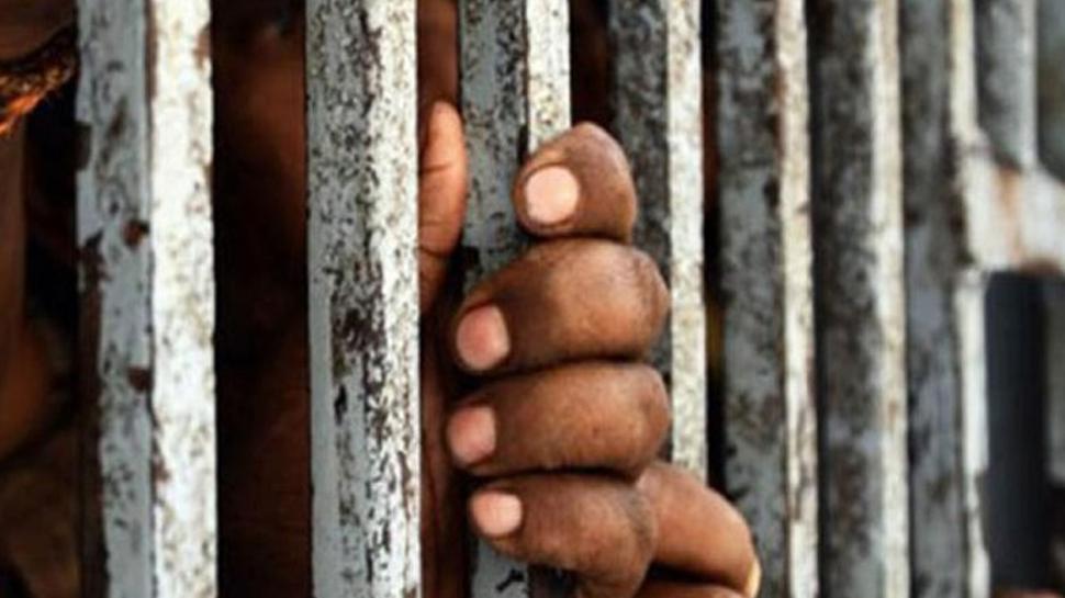 मध्य प्रदेशः बुजुर्ग ने की सड़क की मांग तो कलेक्टर ने भेज दिया जेल