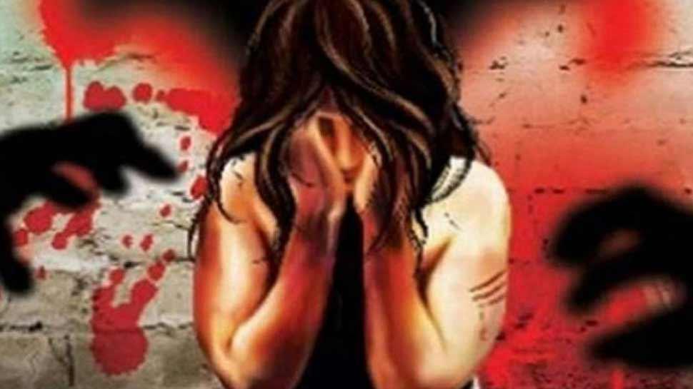 यूपी : हमीरपुर में छात्रा ने दुष्कर्म के बाद फांसी लगाकर दी जान, सुसाइड नोट में बयां किया दर्द