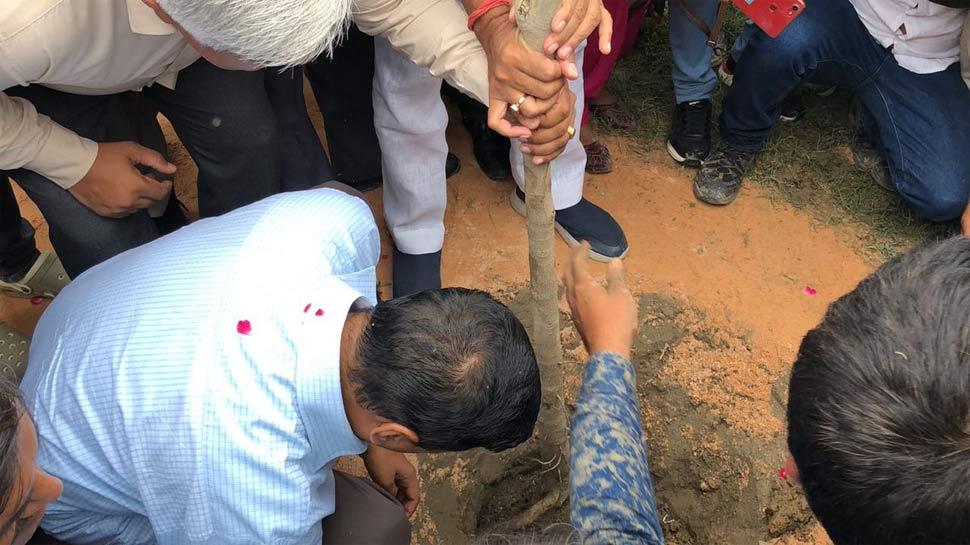 दिल्ली: अरविंद केजरीवाल ने एक दिन में पांच लाख पौधे लगाने के अभियान का किया आगाज