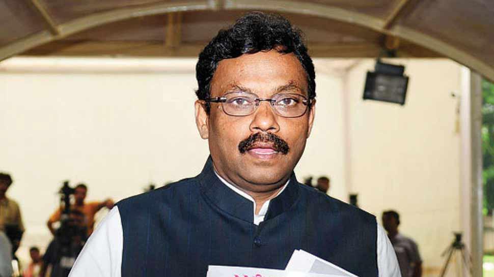 महाराष्ट्र के शिक्षा मंत्री ने राजनीति की 'गलत' छवि के लिए मीडिया को ठहराया जिम्मेदार