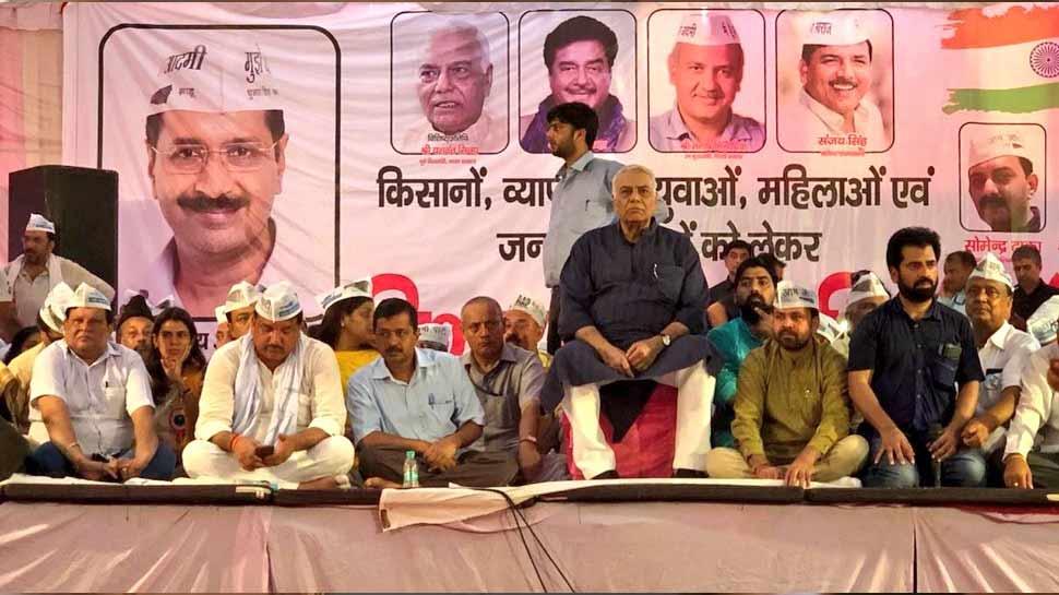 दिल्ली के सीएम केजरीवाल ने बीजेपी के बागी यशवंत सिन्हा से की चुनाव लड़ने की अपील