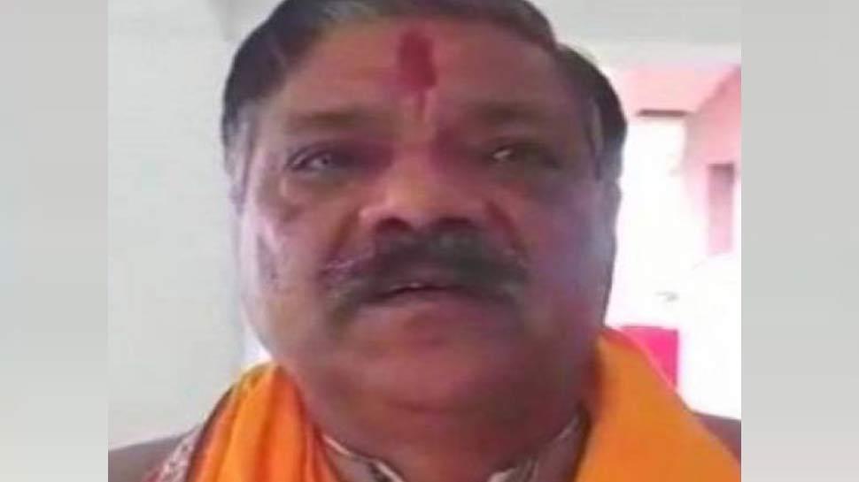 मथुरा: रिश्वतखोरी का आरोप लगाकर थाने के बाहर धरने पर बैठे BJP विधायक