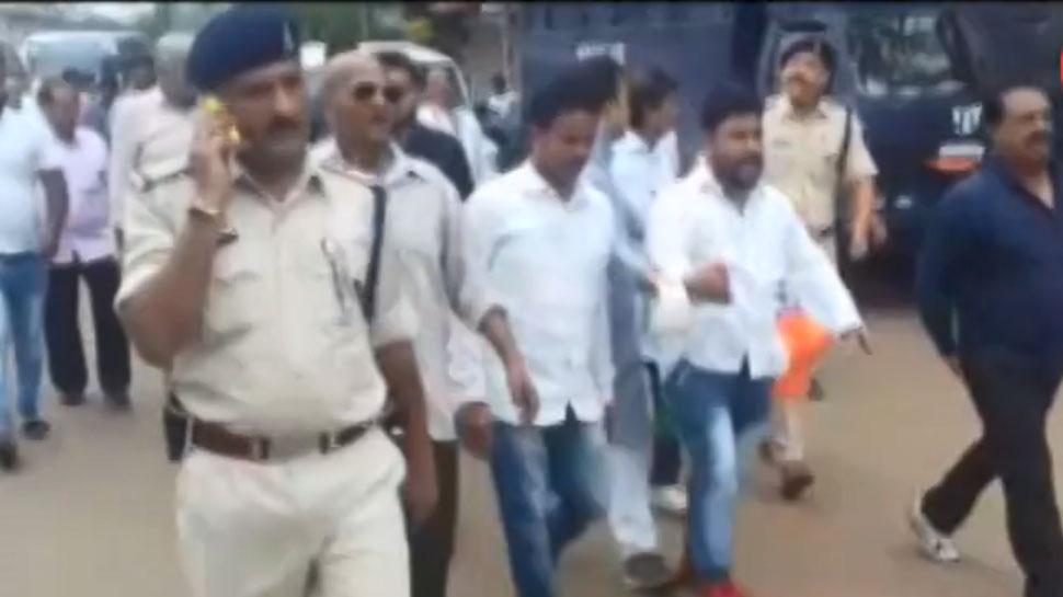 VIDEO: कांग्रेस कार्यकर्ताओं की जुबान फिसली, लगा दिए 'राहुल गांधी मुर्दाबाद' के नारे