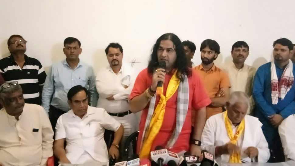 कथावाचक देवकीनंदन ठाकुर गिरफ्तार, SC/ST एक्ट के खिलाफ करने जा रहे थे रैली