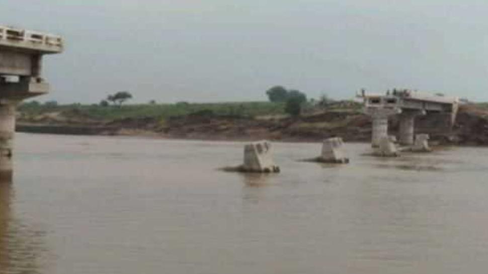 मध्य प्रदेशः तीन माह पहले 8 करोड़ की लागत से बना था यह पुल, पहली ही बारिश में हुआ धराशाई
