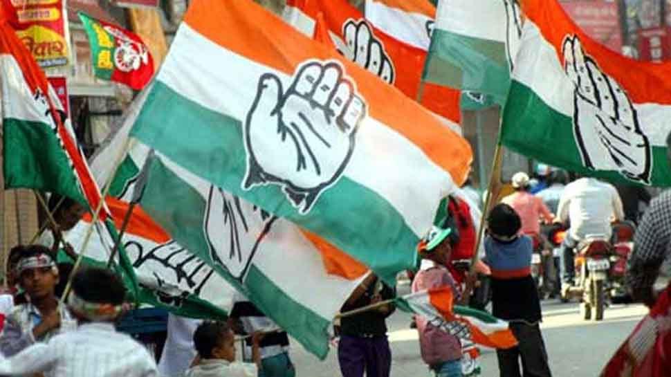 कांग्रेस ने प्रधानंमत्री मोदी पर लगाए आरोप, कहा- 'रुपये के साथ गिर रही देश की साख'