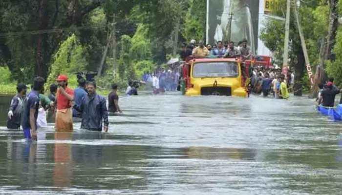 केरल बाढ़ पीड़ितों के लिए सीएम योगी ने बढ़ाए हाथ, 15 करोड़ के बाद देगी इतनी राशि