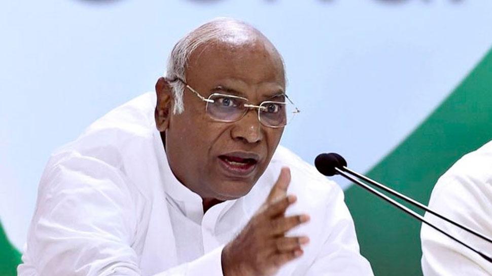 मल्लिकार्जुन खड़गे ने कहा, 'आरएसएस के एजेंडे को लागू करने वाली एजेंसी है BJP'