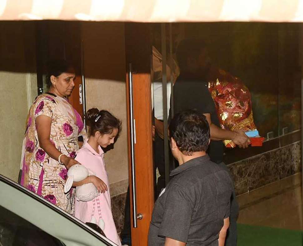 Sanjay Dutt also bring Ganesha to his home