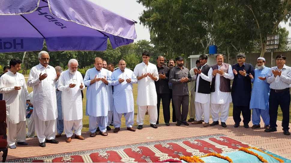 पाकिस्तान: शरीफ की पत्नी कुलसुम नवाज का हुआ अंतिम संस्कार, हजारों लोग हुए शामिल